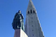 Hallgrímskirkja and the statue of Leifur heppni